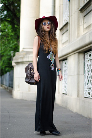 black Mart of China dress - crimson Massimo Dutti hat - blue e-bay sunglasses