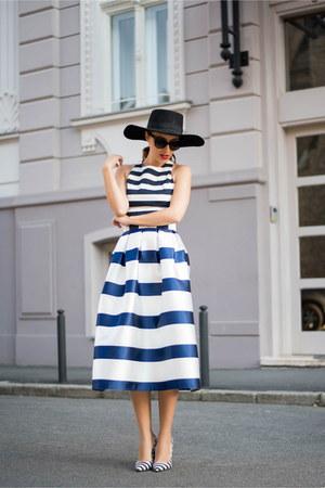 navy skirt