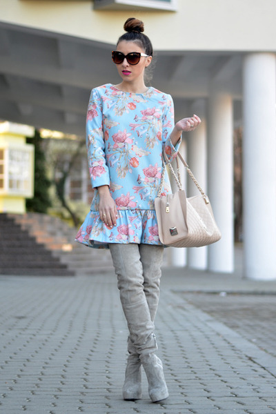 heather gray Mono Shoes boots - sky blue PERSUNMALL dress - nude Moschino bag
