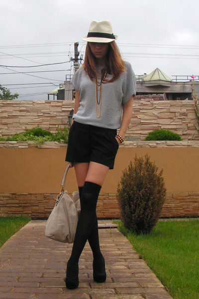 gray moms blouse - black random brand shoes - beige NewYorker hat