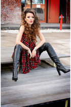 black Mono boots - red BAD dress
