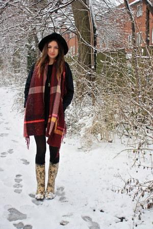 crimson tartan scarf H&M scarf
