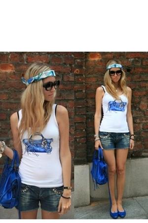 Emilio Pucci scarf - Greta Tadeolini t-shirt - jeans - Balenciaga City Blue purs