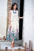 white H&M top