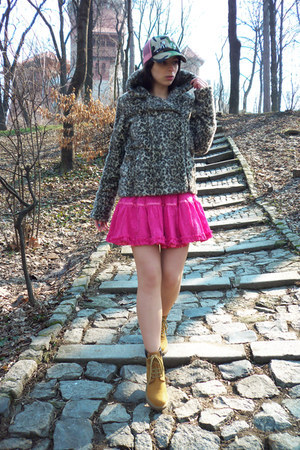 beige Zara coat - bubble gum Only skirt