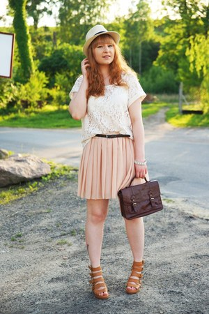 peach skirt - ivory lace new look top