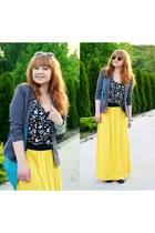 yellow shirt - dark gray butterflies shirt