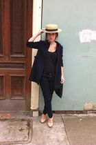 black vintage coat - black Levis jeans - black Old Navy top - beige banana repub