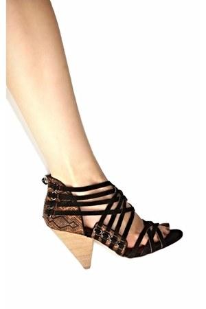 Matt Bernson heels