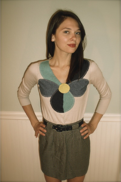 beige field flower cardigan - green vintage skirt - blue vintage belt - pink sho