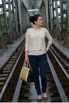 ivory Zara blouse - navy Only jeans - camel new look bag