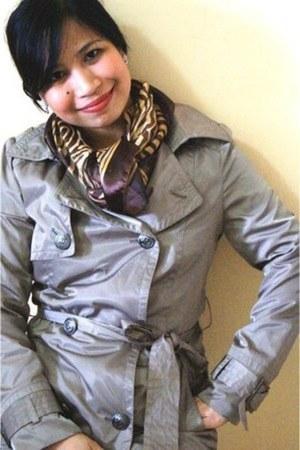 Veeko Wanko coat - Guess scarf