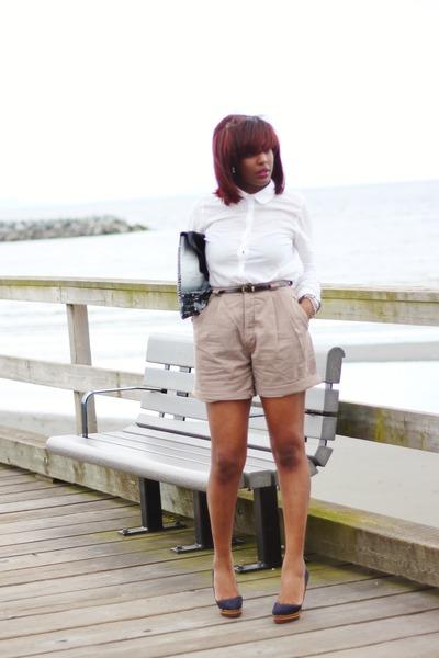 H&M shirt - Isis Outerspace bag - tan vintage shorts - Aldo pumps