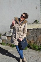 beige Clarks shoes - beige Tally Weilj coat - navy vintage bag