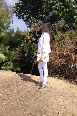 white Levis pants