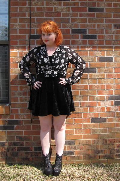 skull print blouse - black vegan Jeffrey Campbell boots