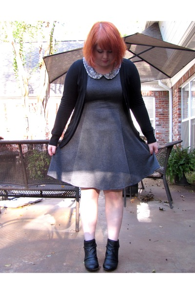 black Blowfish boots - charcoal gray dress - black Forever21 cardigan