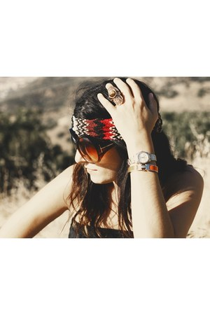dark brown Tom Ford sunglasses - black H&M jumper - ruby red Missoni accessories