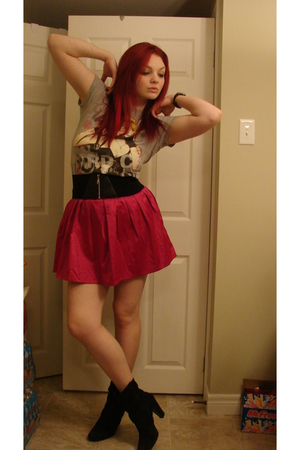 t-shirt - Forever21 skirt - the bay boots