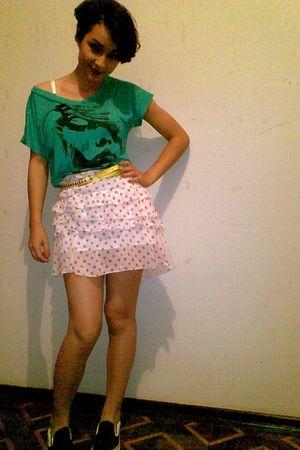green blouse - white - black shoes - gold belt