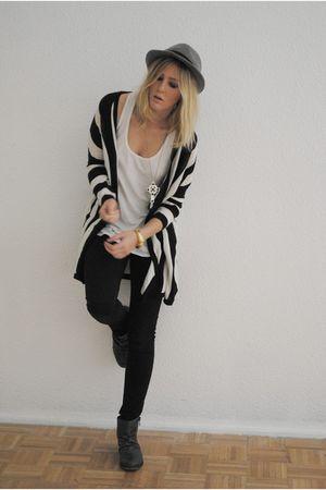 black H&M sweater - gray Olsonboye boots - black BDG jeans - white