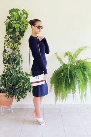 navy Lana Merino sweater - brown tortoise Sundried sunglasses