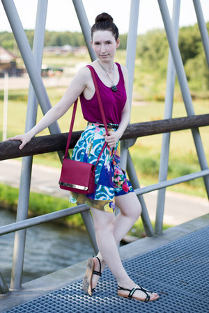 Monki top - berry pink new look bag - color block Conrad C shorts