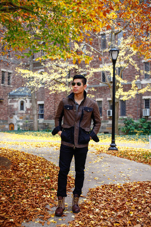 black jeans Uniqlo jeans - dark brown boots Timberland boots