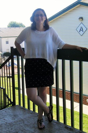 black polka dot Gap skirt - white thrifted sweater - black thrifted sandals