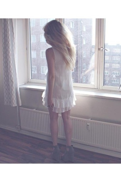 white Lipsy dress - charcoal gray nastygal wedges