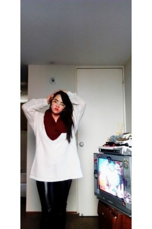 white hilo Bershka sweater