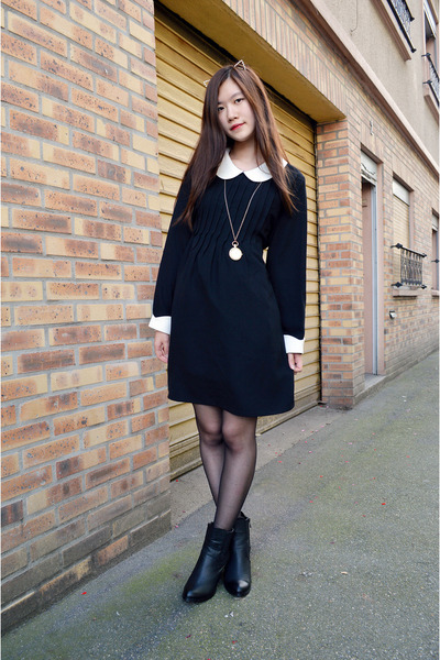 black Pomme Passion boots - black zipia dress