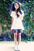 black floral pleated Wet Seal skirt - white Forever 21 shirt