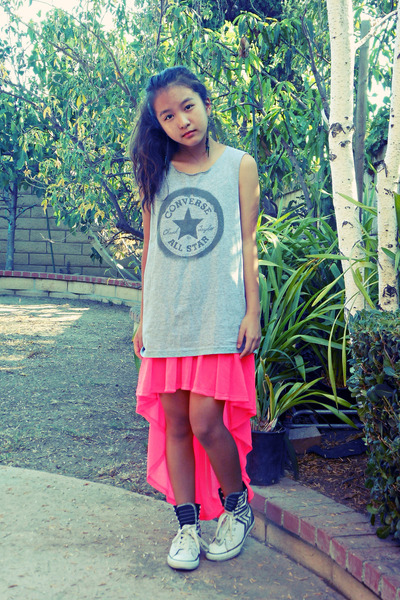 heather gray Converse shirt - hot pink high low H&M skirt
