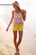 yellow Terranova shorts - bubble gum New Yorker accessories