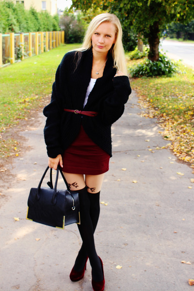 black H&M bag - crimson H&M skirt - crimson H&M heels - black foymall stockings