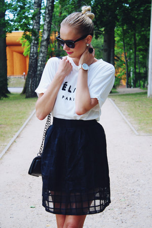 black Lovelywholesale bag - white Lovelywholesale shirt