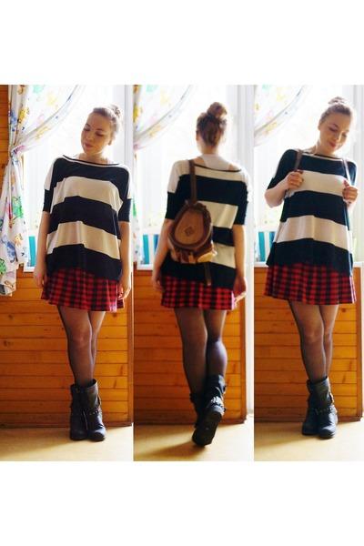 brick red skirt