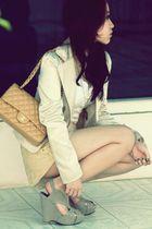 beige classic Chanel bag - gray Pretty Fit shoes - beige satin blazer
