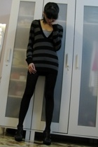 Forever21 sweater - no brand tights - Nine West shoes