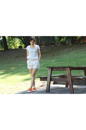 Relish shorts - Le temps de cerises t-shirt - Veletto sneakers