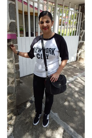 no brand t-shirt - c&a jeans - liz claiborne bag - Adidas sneakers