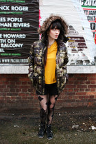 black patterened tights - olive green camouflage boyfriends coat