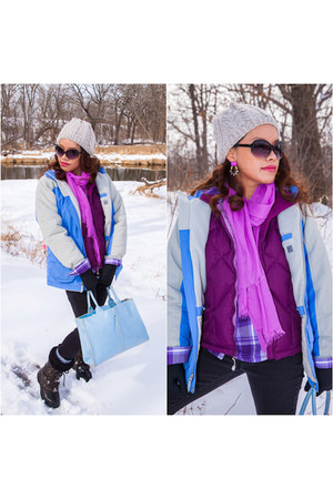 magenta cotton banana republic scarf - black snow winter Sorel boots