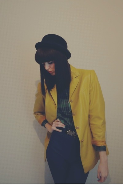 Lily & Lace Vintage jacket - tailor made jeans - bowler hat Urban Outfitters hat