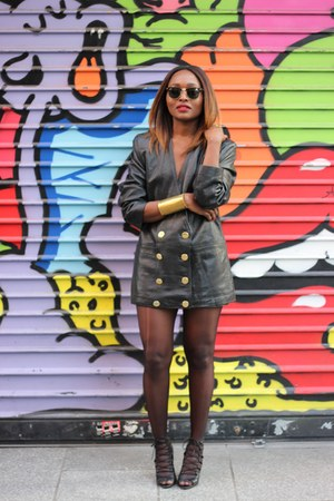 Zara shoes - leather vintage blazer - Ray Ban glasses