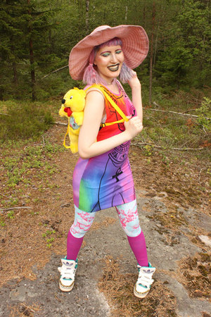 hot pink rainbow Kill Star dress - pink sun hat united colors of benetton hat