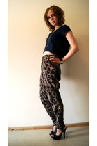 navy hm t-shirt - dark brown hm pants - black Nelly heels