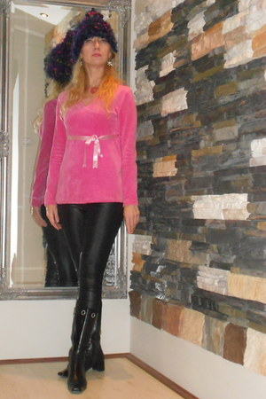 deep purple MagicArt&Lisa hat - black Zara leggings - bubble gum plush H&M top