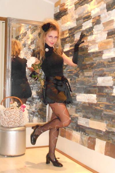 black DEBORAH RICCI shoes - black LEVANTE CALZE tights - black Zara t-shirt
